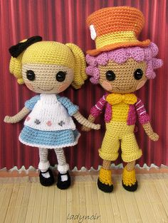 I'm too too in love with these   Alice in Wonderland crocheted amigurumi