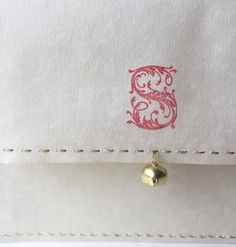 Letters from Santa 🎅🏼  Each envelope is hand stitched with gold coloured thread. Hand stamped with Santas initial and has a jingle bell attached ✨ those who believe can hear it 🎼 Designed and handmade by me @jigsawnutrition / @page_seventyseven