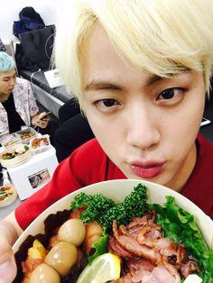 Nessa foto podemos ver tudo que o Jin gosta de comer 방탄소년단 (@BTS_twt) | Twitter