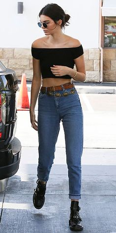 Kendall whips out her favourite Balenciaga Ceinture boots for the petrol run in… Kardashian Kollection, Khloe Kardashian, Robert Kardashian, Ropa Kylie Jenner, Kendall Jenner Casual, Kendall Jenner Boots, Kendall Jenner Diet, Rihanna Street Style, Street Style Outfits