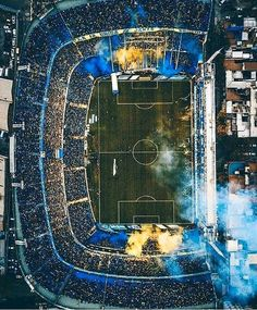 La Bombonera is the most famous soccer stadium in Argentina. Located in La Boca, it is home to Argentinian first division side Boca Junior. Soccer Skills, Soccer Games, Play Soccer, Soccer Stadium, Football Stadiums, Football Soccer, Messi Soccer, Cr7 Messi, Neymar