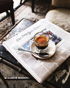 Find images and videos about coffee, cafe and espresso on We Heart It - the app to get lost in what you love. Coffee And Books, I Love Coffee, Coffee Break, Morning Coffee, Coffee Shop, Coffee Cups, Coffee Mornings, Slow Mornings, Coffee Tables