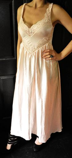 d203540d26 Olga 80s Peach Nightgown Size Large  92056