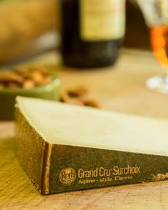 How do you make the world's best #cheese? Janet Fletcher talked with Master Cheesemaker Marc Druart to uncover the art and science of Roth Grand Cru Surchoix.