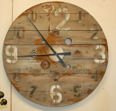 loft clock, with quote transfers, image transfers and rust distressing. Washed with a drift wood gray finish Wooden Cable Reel, Wooden Cable Spools, Diy Pallet Projects, Home Projects, Thrifty Decor, Diy Home Decor, Nordic Furniture, Spool Tables, Spool Crafts