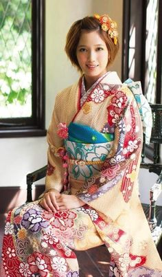 This is such a pretty picture Japanese Costume, Japanese Kimono, Japanese Girl, Traditional Kimono, Traditional Dresses, Traditional Fashion, Geisha, Japanese Beauty, Asian Beauty