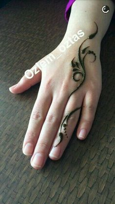 New n tattoo mehndi design Mehndi Designs Finger, Henna Tattoo Designs Simple, Mehndi Designs For Beginners, Unique Mehndi Designs, Beautiful Henna Designs, Mehndi Designs For Hands, Tattoo Simple, Mehandi Designs, Henna Tattoo Hand