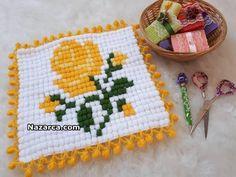 MISIR TEKNİĞİ İLE GÜLLÜ LİF MODELİ YAPILIŞI | Nazarca.com Cross Stitch Flowers, Pot Holders, Diy And Crafts, Kids Rugs, Crochet, Model, Crochet Clothes, Farmhouse Rugs, Hot Pads
