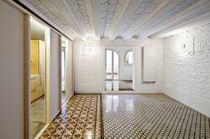 Vora - Juan's apartment, Barcelona 2011. Photos © Adrià Goula.