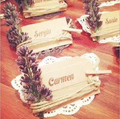 Tarjetas marca sitios para una boda en el campo