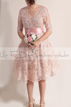 Gorgeous, stately wedding dress, while still maintaining a delicate fairy feel to it. perfect for beach weddings, Elegant textured alencon lace
