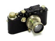 Leica III – 1933. Leica incorporates slow shutter speeds on this model.