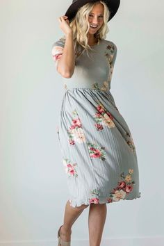 Pleated Floral Midi   ROOLEE Arab Fashion, Cute Fashion, Fashion Outfits, Ski Fashion, Pretty Outfits, Cute Outfits, Modesty Fashion, Kinds Of Clothes, Dress Me Up