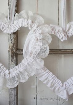 DIY:: Lace Hearts Tutorial