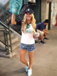 Mariner baseball outfit. Fitted hat, cut offs and teal vans.