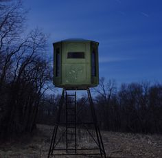 Redneck Blinds has top quality deer hunting stands and camouflage deer blinds for sale.