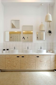 37 inspirations for daring OSB - Page 5 of 6 White Bathroom, Modern Bathroom, Small Bathroom, Master Bathroom, Bathroom Interior Design, Decor Interior Design, Interior Decorating, Bathroom Furniture Design, Furniture Storage
