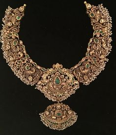 bridal jewelry for the radiant bride Antique Jewellery Designs, Gold Jewellery Design, Gold Jewelry, Quartz Jewelry, Fashion Jewellery, Silver Necklaces, Antique Jewelry, Beaded Jewelry, Gold Necklace