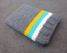 Knitted Laptop Sleeve: A cozy cover for your laptop