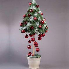 12 pomysłów na małe choinki do pokoju, w których się zakochasz ❤️ ❤️ Christmas Tree Crafts, Christmas Flowers, Homemade Christmas, Xmas Tree, Holiday Crafts, Christmas Holidays, Christmas Wreaths, Christmas Ornaments, Modern Christmas