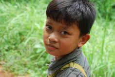 Niño camboyano del campo