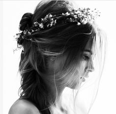 Adding some simply gorgeous gypsophila around your boho styled hair is the perfect, cheap way to add some beauty to your day #diy #bride #hair #beauty #simple
