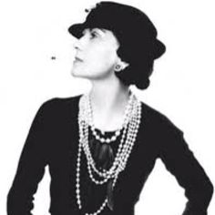 """""""Il ya des gens qui ont de l'argent et les gens qui sont riches"""".  """"There are people who have money and people who are rich"""".  Gabrielle """"Coco"""" Chanel a truly independent woman"""