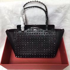 [Final Sale] Valentino Black ROCKSTUD ROLLING NOIR SMALL TOTE LW2B0037WSL 0NO  for sale at https://www.ccbellavita.eu/products/final-sale-valentino-black-rockstud-rolling-noir-small-tote-lw2b0037wsl-0no