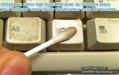 Nettoyer un clavier avec un chiffon ou un coton-tige légèrement mouillé avec du vinaigre blanc.