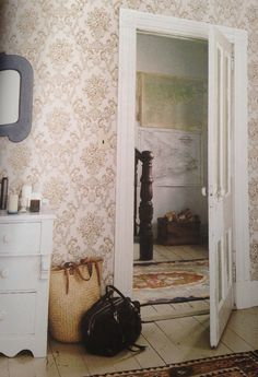 Make the rooms clean and orderly. She has a bunch of nice, feminine furniture. Vintage Cottage, Pretty House, Vintage House, Home, Cozy Interior, Interior, Rooms For Rent, Grandmother House, Cottage Style