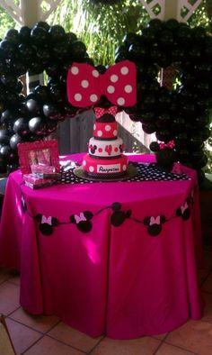 Minnie Mouse Party #minniemouse #party DECORANDO LAS MESAS DE CUMPLE