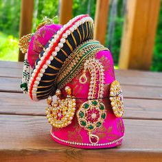 Diy Diwali Decorations, Festival Decorations, Flower Decorations, Gauri Decoration, Kalash Decoration, Radha Krishna Wallpaper, Krishna Art, Krishna Images, Hare Krishna