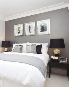 Сочетание черного и серебристого декора в спальне