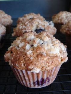 Williams Sonoma Blackberry Muffins with Streusel Topping - just made these. Substituted regular milk, left out the lemon zest and substituted shredded coconut and coconut extract. These muffins are PERFECT! Blackberry Recipes, Fruit Recipes, Muffin Recipes, Baking Recipes, Dessert Recipes, Blackberry Muffins Easy, Black Raspberry Recipes, Blackberry Crumble, Lemon Muffins