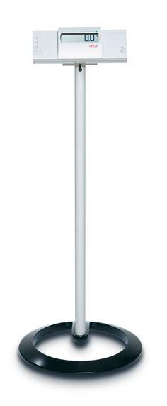 El soporte seca 472 aporta una solución firme y estable para los indicadores remotos por cable de las básculas y tallímetros seca 242, seca 635, seca 657 y seca 675.