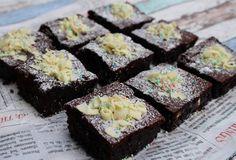 Ranteita myöjen taikinasa: Kahden suklaan brownies Sweet Tooth, Baking, Desserts, Food, Tailgate Desserts, Deserts, Bakken, Essen, Postres