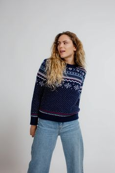 This warm winter sweater is a must-have for cold days. The Merino wool has natural temperature managing properties. This knit will be your winter essential. Ski Sweater, Winter Sweaters, Christmas Sweaters, Winter Essentials, Cold Day, Beautiful Christmas, Outdoor Activities, Snowboard, Merino Wool