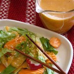 Japanese Restaurant-Style Salad Dressing Recipe (that yummy ginger dressing! Japanese Ginger Dressing, Japanese Salad, Japanese Style, Japanese House, Asian Recipes, Great Recipes, Favorite Recipes, Healthy Recipes, Ginger Salad Dressings