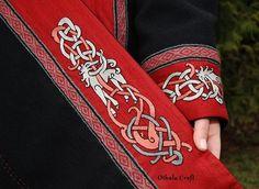 Awesome, viking inspired, embroidery, by Othala Craft… Viking Tunic, Viking Garb, Viking Reenactment, Viking Dress, Medieval Costume, Embroidery Patterns, Machine Embroidery, Medieval Embroidery, Viking Designs