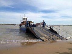 Barcaza que une Sanlúcar con el Coto de Doñana,  o lo que es lo mismo Cádiz con Huelva. Sanlúcar de Barrameda, CÁDIZ