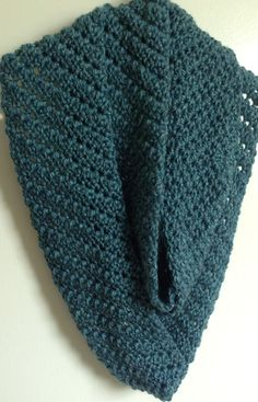 Here is an easy, yet lovely cowl design.  FREE Crochet Pattern