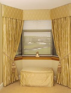 Another bay window curtain style