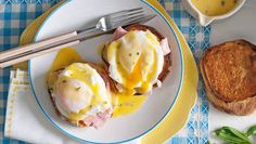 Eggs Benedict with cheat's hollandaise sauce: This heavenly combo of silky poached eggs, ham and creamy no-fail sauce is made for your table. Benedict is one if my favorites! Savory Breakfast, Breakfast Recipes, Clean Breakfast, Breakfast Ideas, Egg Recipes, Cooking Recipes, Good Food, Yummy Food, Tasty