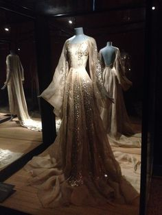 Looks like a dress for a fairy queen. Robe organdi beige rosé, 1937, patrimoine Lanvin