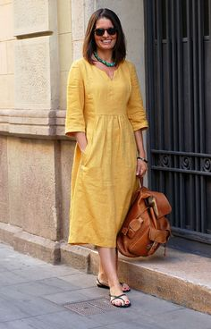 Sewing Dress This relaxed-fit dress pattern features a front and back yoke, V-notch neckline, and back button closure. Both views have easy-to-sew welt pockets and cuffed, t - Sewing Dress, Dress Sewing Patterns, Sewing Clothes, Pattern Sewing, Linen Dress Pattern, Easy Dress Pattern, Linen Tunic, Sewing Art, Linen Dresses
