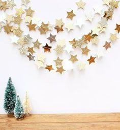 21 Best Ideas For Diy Christmas Tree Garland Paper Stars – Diy Garland 2020 Diy Christmas Tree Garland, Star Garland, Noel Christmas, Merry Little Christmas, Winter Christmas, Christmas Crafts, Garland Ideas, Xmas, Christmas Ideas