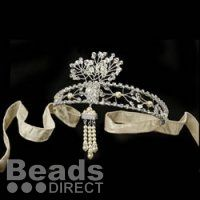 Learn how you can make this Vintage headband inspired by The Great Gatsby - full step by step tutorial online at: http://www.beadsdirect.co.uk/gallery/detail/gatsby-inspired-headband/ #DIYGatsby
