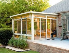 Search images of sunroom styles and also decor. Discover ideas for your four seasons room enhancement, consisting of ideas for sunroom decorating and also layouts. 4 Season Room, Three Season Porch, Screened Porch Designs, Screened In Patio, Casa Patio, Backyard Patio, Patio Roof, Sunroom Decorating, Sunroom Ideas