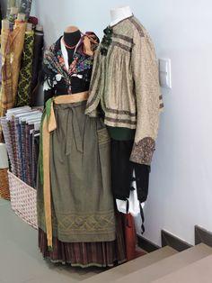 El Traje Aragonés | Atavios S.L. Artesanía en Trajes Aragoneses Regional, Plaid Scarf, Cosplay, Costumes, Shirt Dress, Traditional, Shirts, Dresses, Portugal