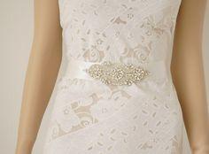 Brautgürtel Strass-Perlen Applikation Erica, Satin von Elizabethmode auf DaWanda.com